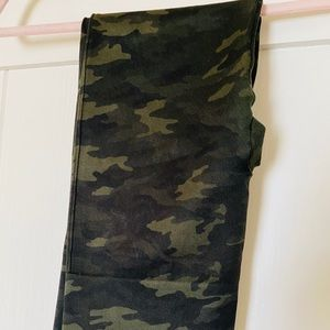 Spanx Green Camo Seamless Leggings